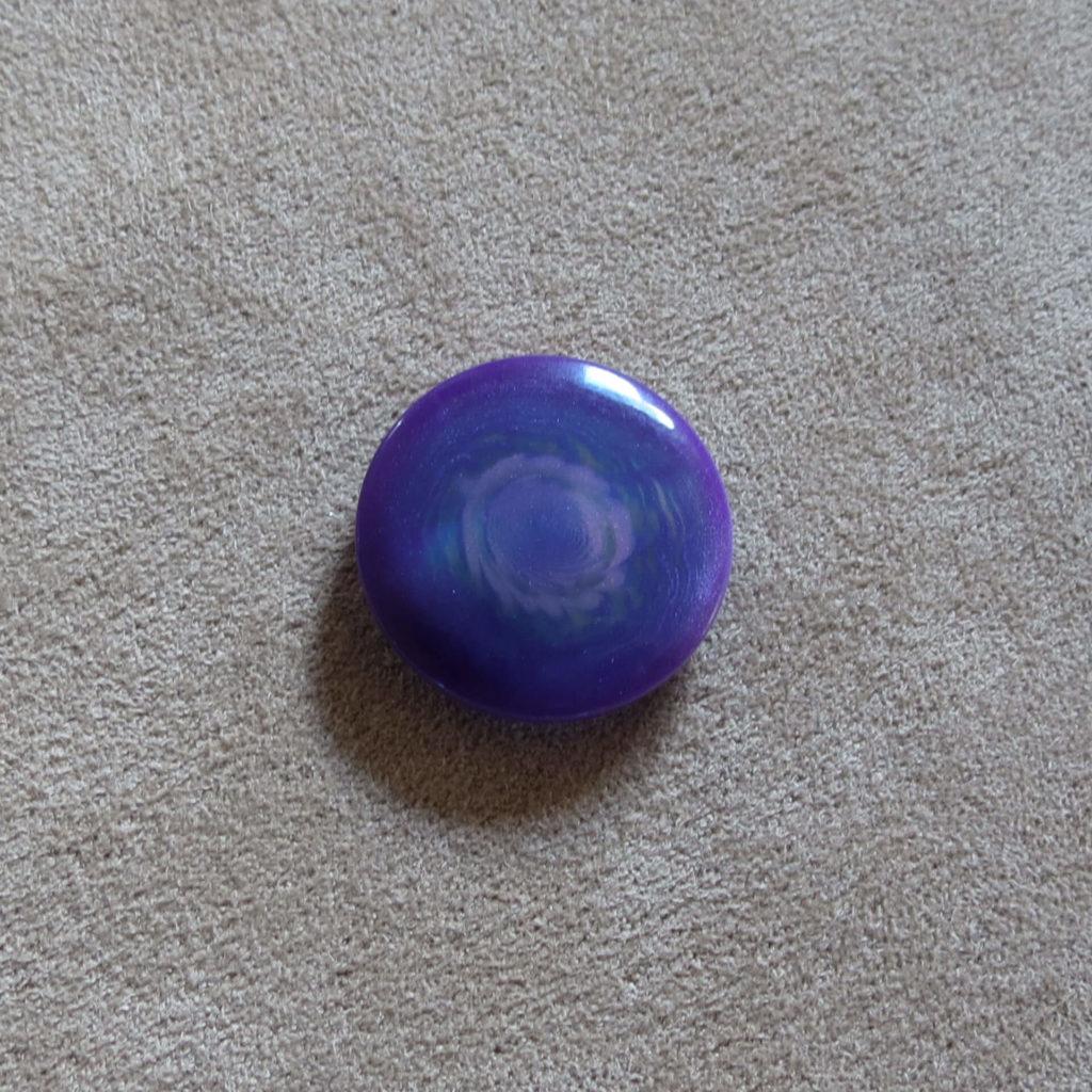 Rund halvblank knapp - Kjernen bred - Lilla-blå