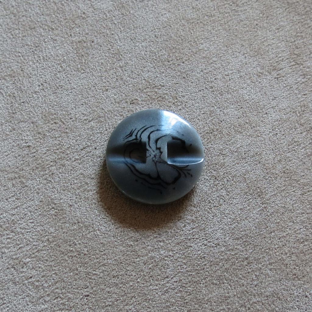 Rund halvblank knapp - Abstrak Blomst solid - Grå