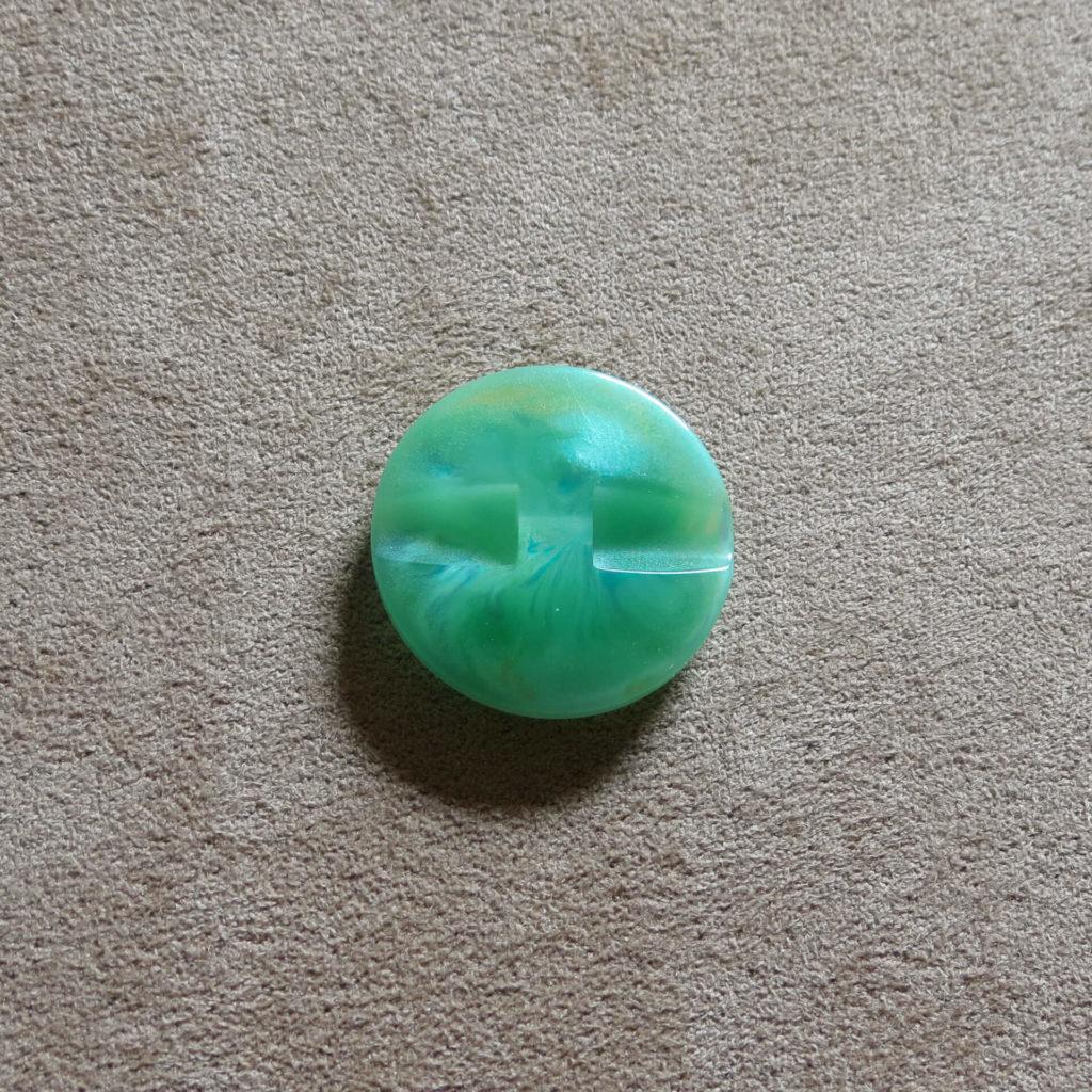 Rund halvblank knapp - Påfugl - Grønn