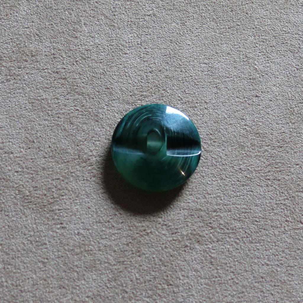 Rund halvblank knapp - Trestamme - Grønn