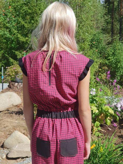 Buksedress i skjortestoff med ruter rød/svart